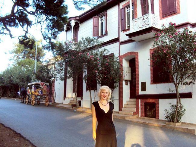 Пам`ятки Принців островів Стамбула: будинок письменника Решат Нурі Гюнтекін
