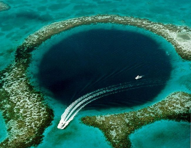 Велика блакитна діра (great blue hole) - велика підводна печера, розташована в центрі рифа, беліз