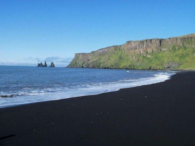 Чорний пляж рейнісфьяра (reynisfjara) і колони рейнісдрангар, ісландія
