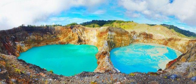 Кольорові озера вулкана келімуту