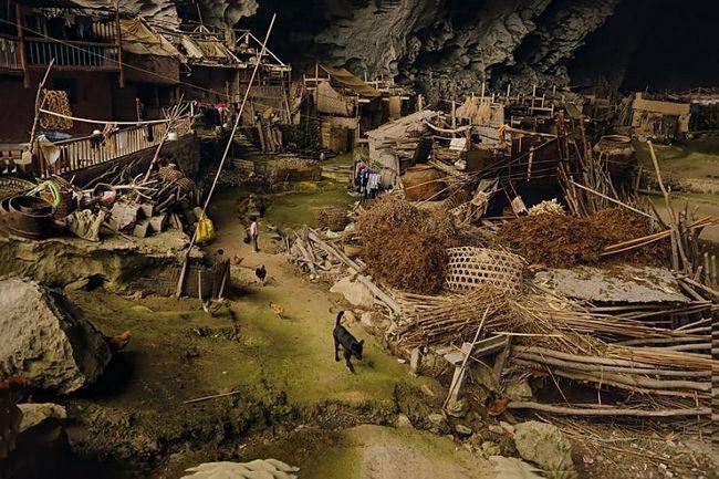 Село всередині печери