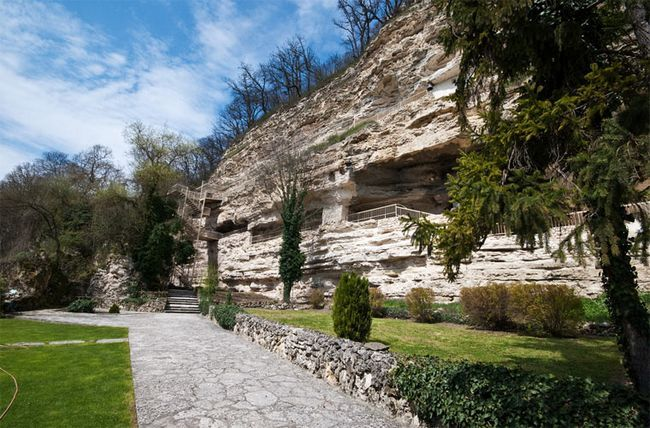 Пам`ятки Болгарії: Монастир Аладжа