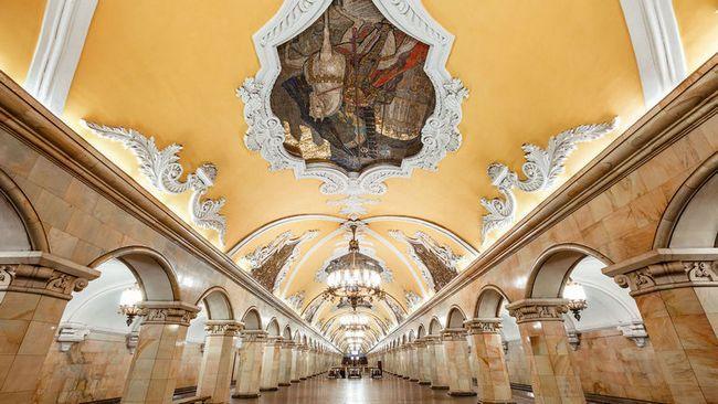 Пам`ятки москви. Станція метро «комсомольська»