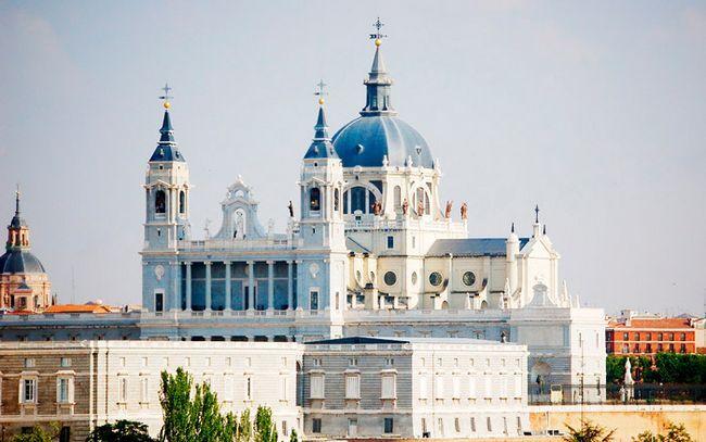 Пам`ятки Мадрида: Собор Альмудена