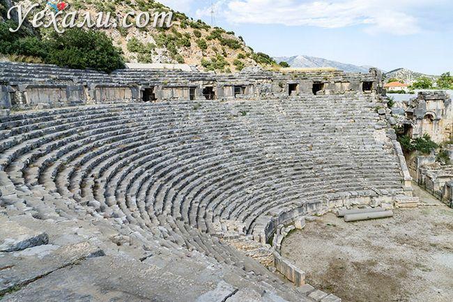 Стародавнє місто Демре Миру в Туреччині: амфітеатр.