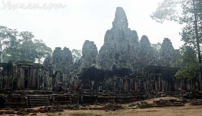 Камбоджа, храми Ангкора, на фото - Байон