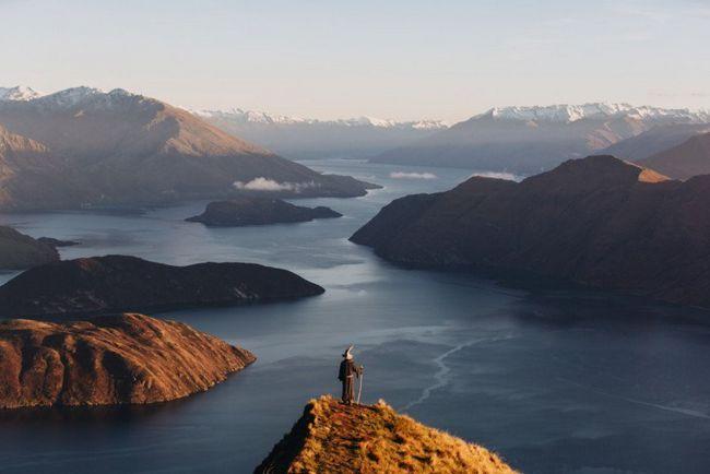 Фотограф в образі гендальфа подорожує по новій зеландії