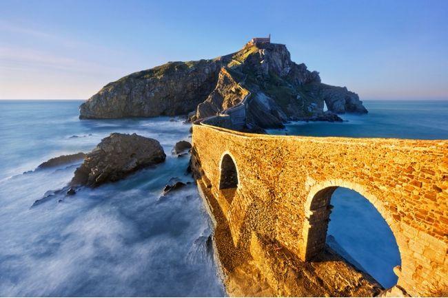 Зима близько, як і зйомки сьомого сезону «Ігри престолів». Скаути HBO знайшли безліч нових приголомшливих замків, ущелин, пляжів і арен.