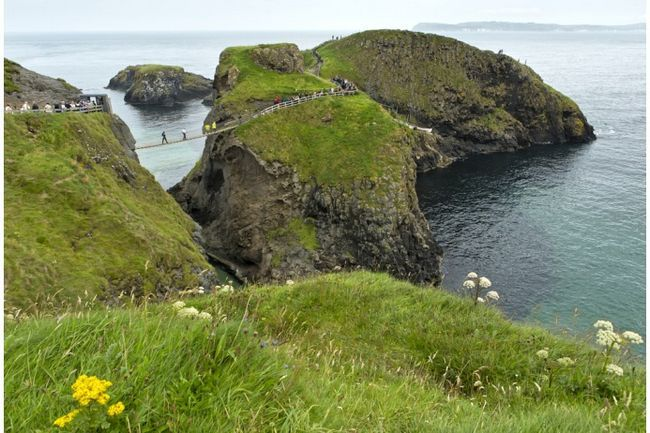 Село Баллінтой в Північній Ірландії повертається в цьому сезоні і знову, по всій видимості, буде зображувати Залізні Острови, місце похмуре і відкрите всім вітрам. А насправді там мило.