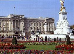 Головна визначна пам`ятка лондона - букінгемський палац