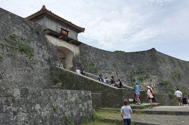 Замок Шюрі, острів Окінава, Японія.