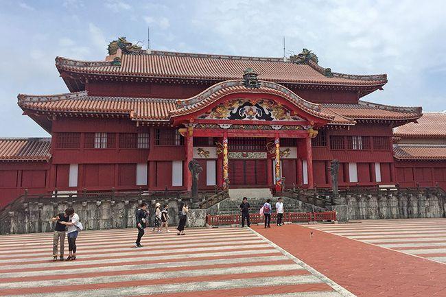 Пам`ятки Окінави: замок Сюрі.