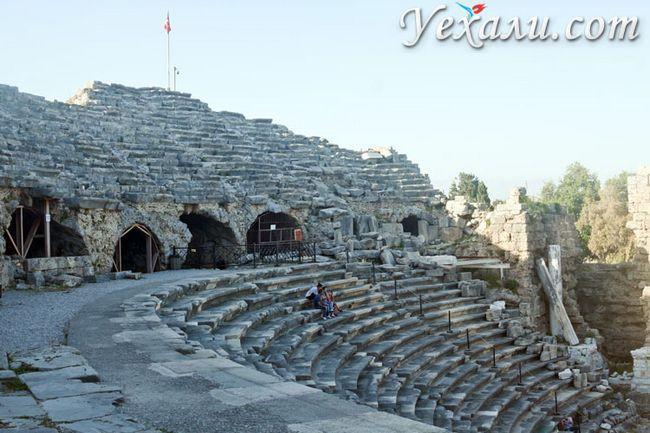 Пам`ятки Сіде, Туреччина, фото амфітеатру.