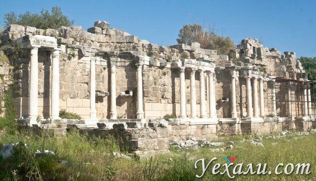 Пам`ятки Сіде: фонтан Німфеум.