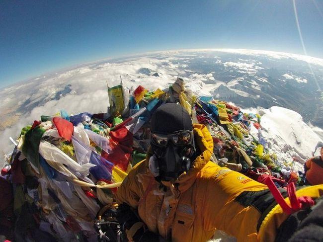 Гора смерті: 12 моторошних кадрів зі схилів евересту