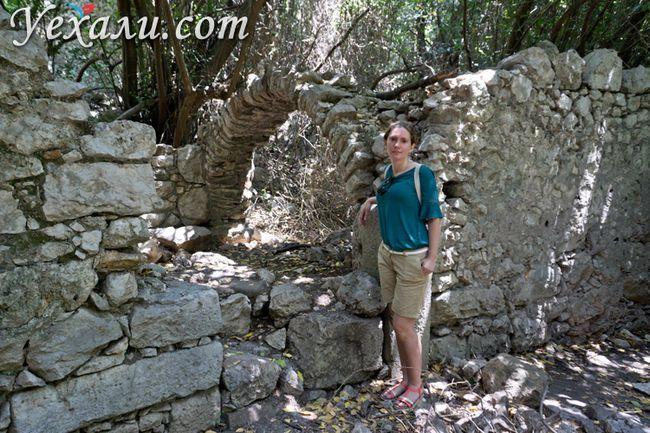 Фото стародавнього міста Олімпос в Туреччині
