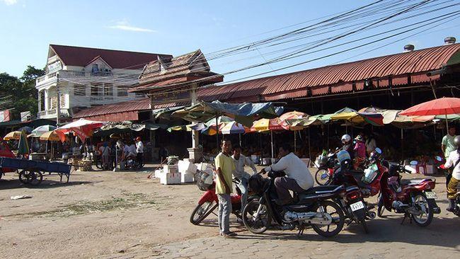 Дводенна екскурсія з Таїланду в Камбоджу: будні Сієм Ріпа.