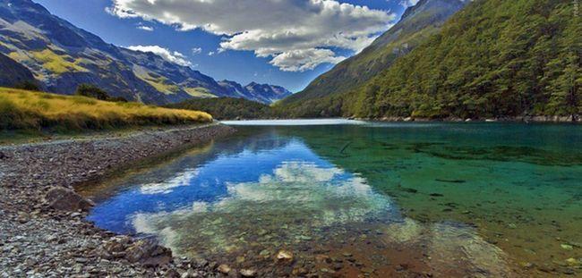 Це найчистіше озеро на планеті, але не думай зануритися в його води!