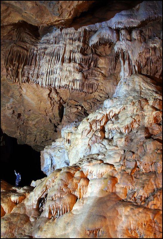 Китайські килимки, дикі спелікі, щасливі уральці - все в одній печері.