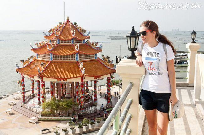 Китайський храм в Таїланді на острові Ко Лой