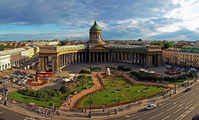 Прекрасне місце в Петербурзі: Казанський собор