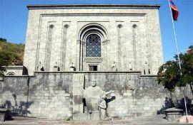 Матенадаран - унікальний музей древніх рукописів