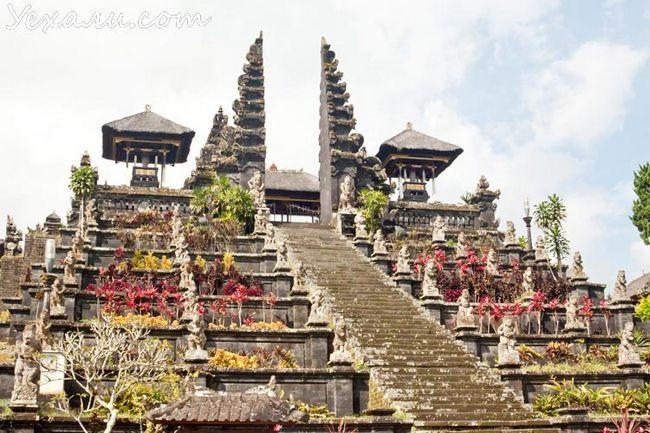 Храм Пура Бесакіх на Балі