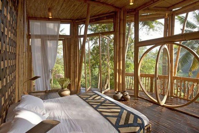 Готель з бамбука на острові балі, индонезия