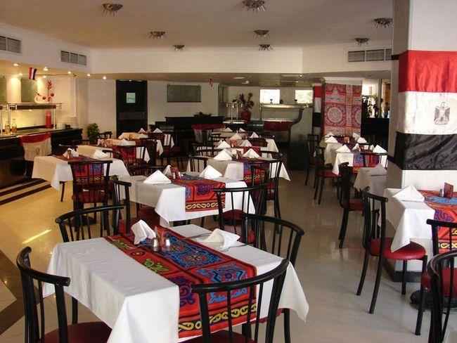 ресторан в готелі Мінамарк - фото