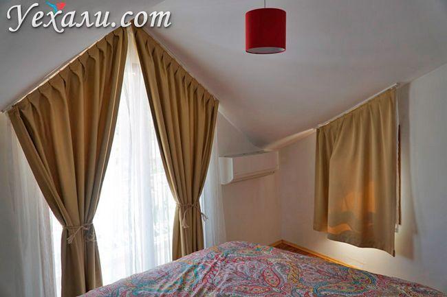 Спальня в готелі