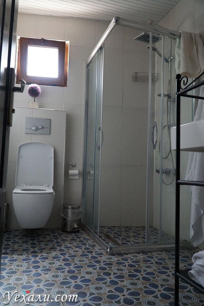 Туалет в готелі