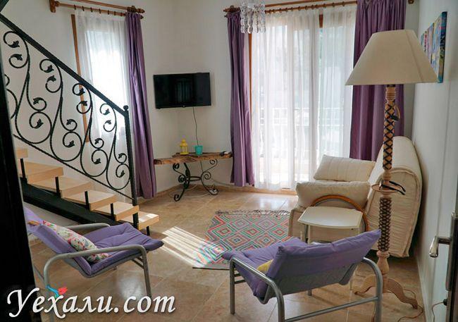 Вітальня в готелі в Каші