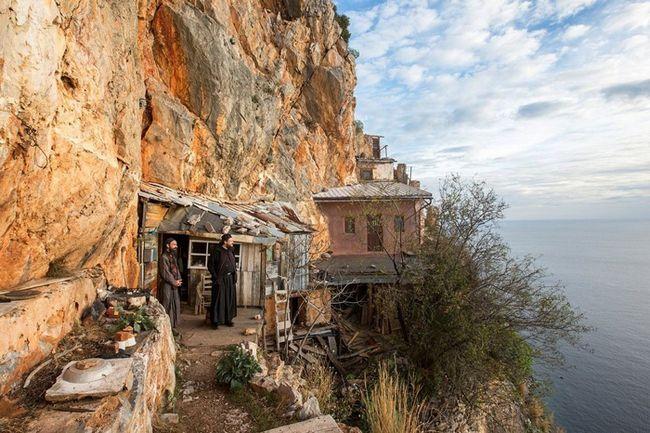 Відлюдники святої гори афон: більше 60 років в ізоляції від людей