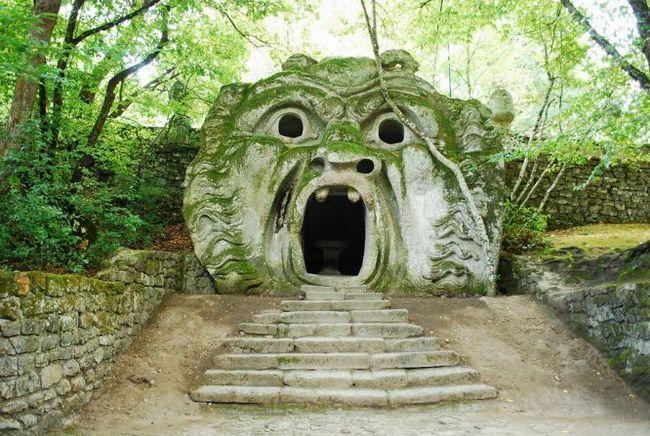 «Парк монстрів» (parco dei mostri) або «священний ліс» (sacro bosco), бомарцо, італія