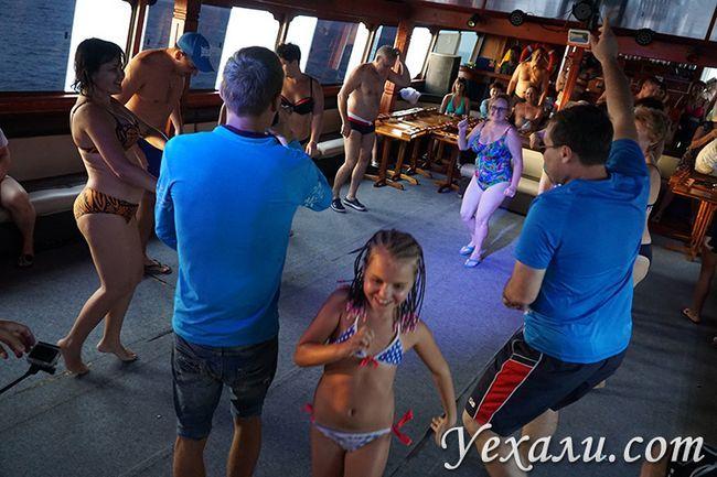 Діти на морський екскурсії Паттая Бей Круїз