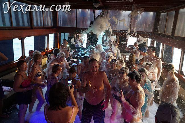 Екскурсія Pattaya Bay Cruise, пінна дискотека