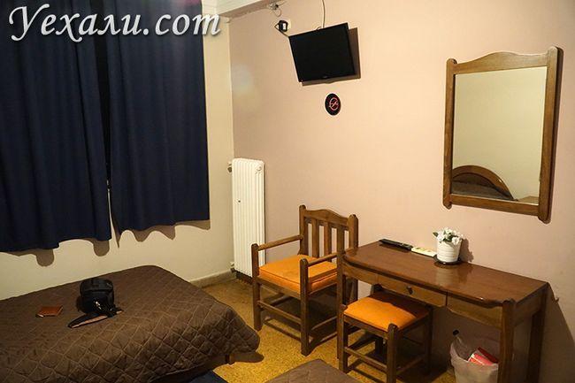 Меблі в номері, готель в Піреї