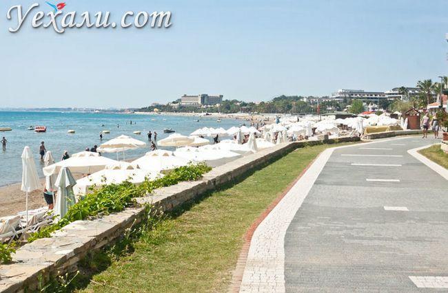 Пляжі Сіде: набережна вздовж Західного пляжу.