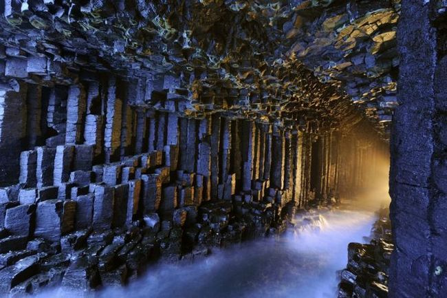 Печера мелодій (фінгалова печера) на острові стаффа, шотландия