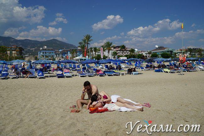 Туристи на пляжі