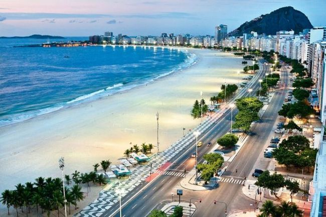 Пляж копакабана (copacabana beach) ріо-де-жанейро, бразилія