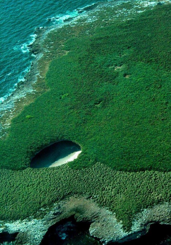 Пляж любові (Playa de amor) - прихований пляж, острова Лас Маріетас, Мексика