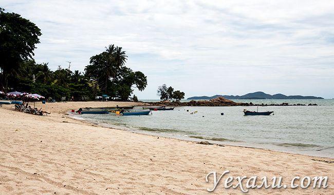 Пляж Вонгамат в Паттайя, Таїланд.