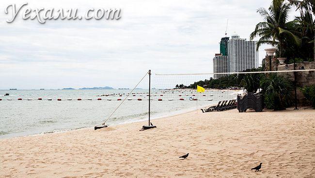 Пляж Вонгамат в Паттаї.