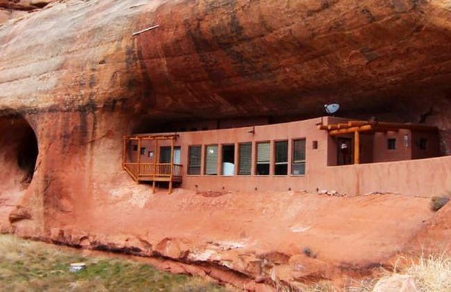 Подалі від міської суєти: будинок в печері