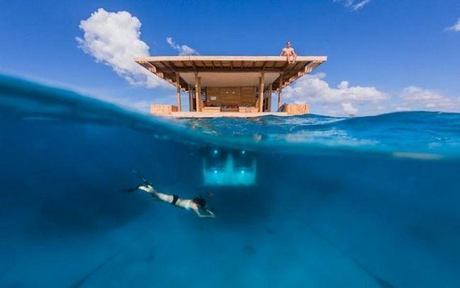Підводно-надводний готель