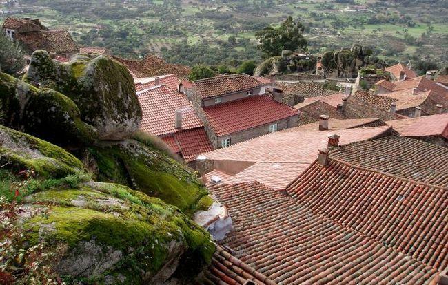 Село Монсанто (Monsanto), Португалія
