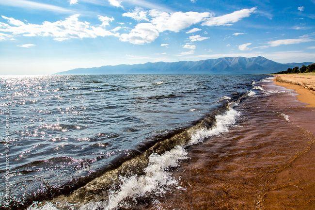 Порожні пляжі Баргузинского затоки
