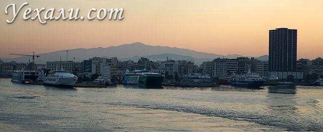 Афінський порт Пірей в Греції, фото міста.