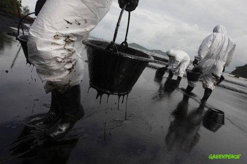 Розлив нафти на популярному курорті в таїланді